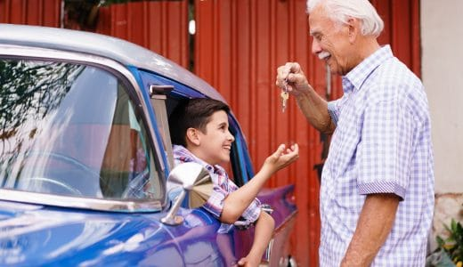 【車の個人売買】無免許、未成年者に車を売ることに問題はないか?