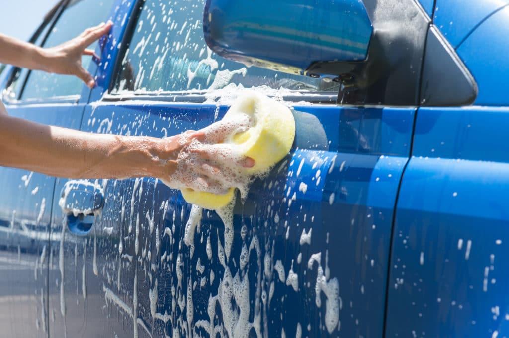 車の洗車方法の極意!ピカピカに仕上げるコツとは?