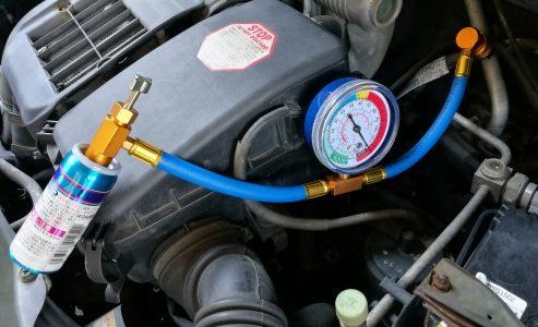 【危険?!】車のエアコンのガスをガソリンスタンドで補充はNG?
