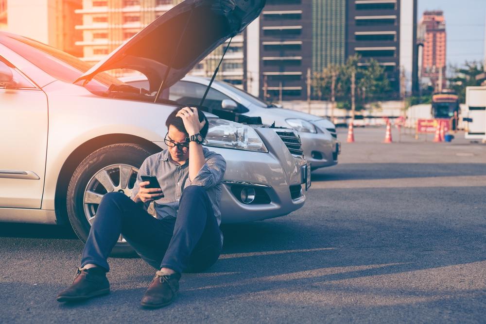 車のエンジンがかからない!無音で反応がない時の原因と対処法
