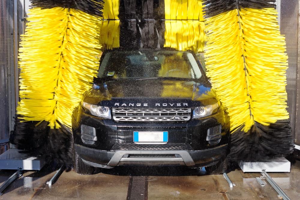 時間に余裕がない時は、洗車機でも良い